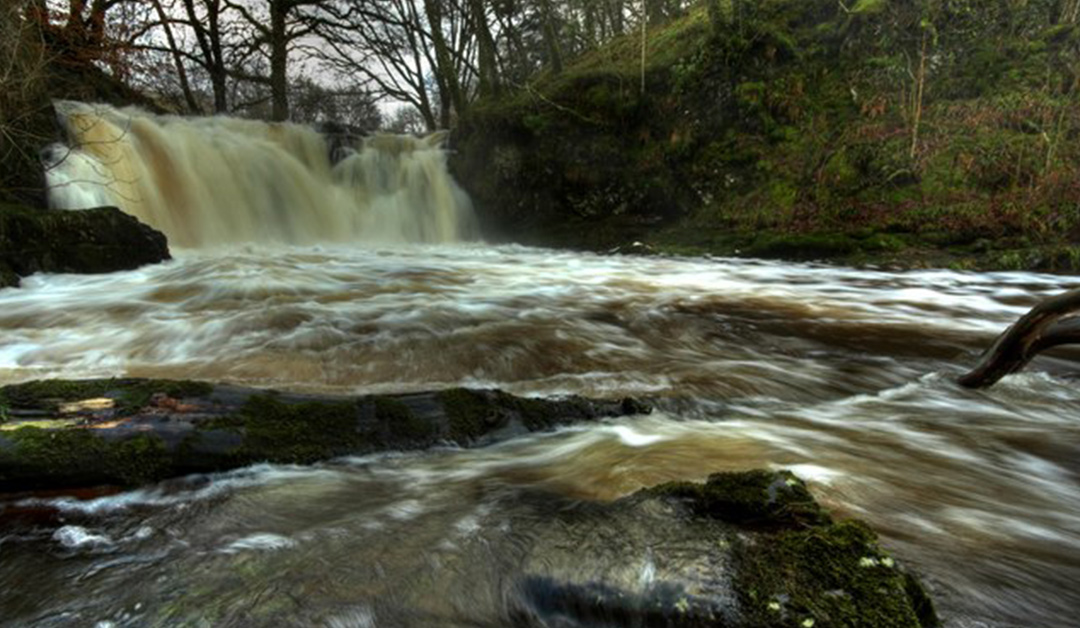 Holy Linn Waterfall, During Flood Conditions cc-by-sa/2.0 - © Duncan McNaught